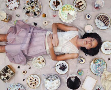 <p>Използваните в статията илюстрации не са снимки. Това са хиперреалистичните картини на художничката Лий Прайс, която открито признава, че страда от хранително разстройство.</p>