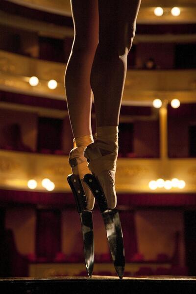 Балетни стъпки по ръба на острието