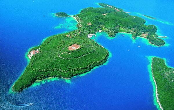 Знаете ли кои звезди притежават острови?