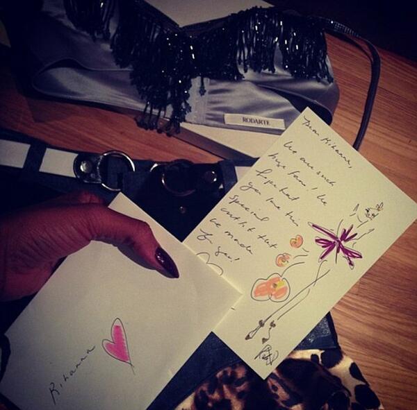 Коледни подаръци за Риана от Prada, Versace и други