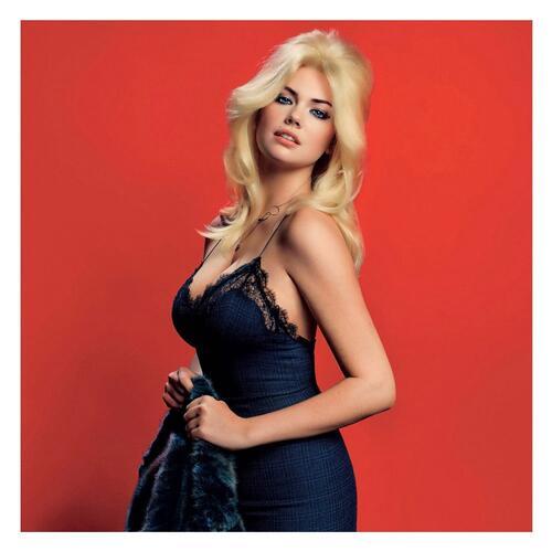Кейт Ъптън показа пищни форми на корицата на V Magazine