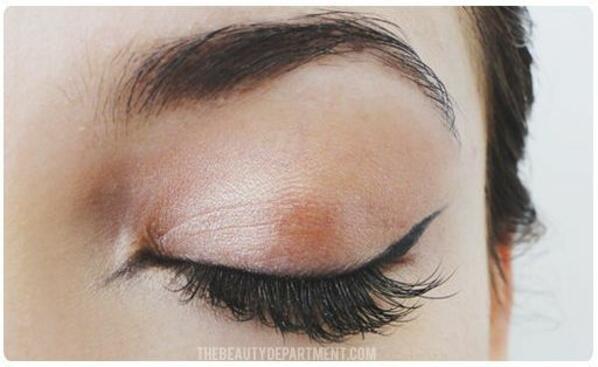 Как да се гримираме: Перфектната котешка очна линия