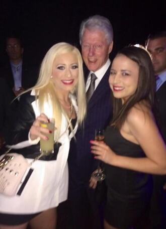 Бил Клинтън в компанията на две проститутки