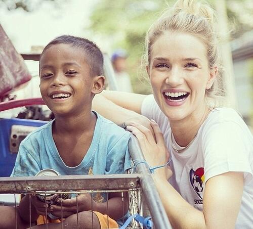 Роузи в подкрепа на камбоджанските деца