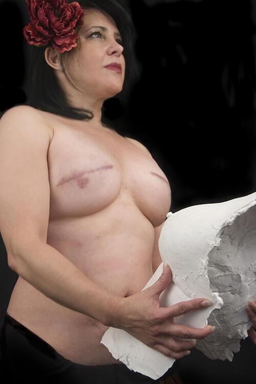 Голи фотографии се опълчват срещу рака на гърдата
