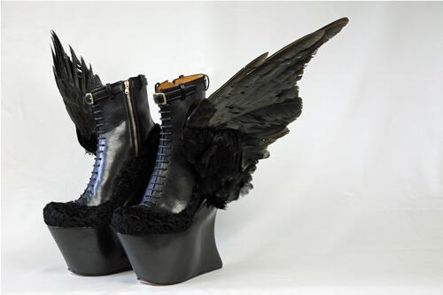 Обувки на бъдещето или дизайнерска лудост?