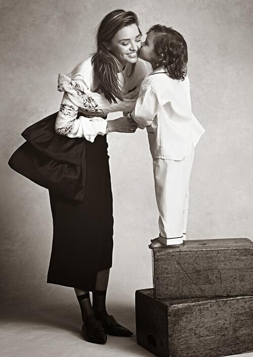 Сладурските снимки на мама Миранда и малкия Флин