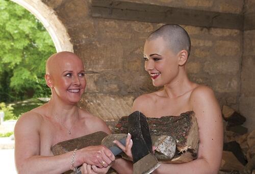 12 смели жени без коса заедно срещу клишетата