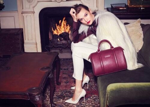 Огнени страсти с палавата Карли Клос