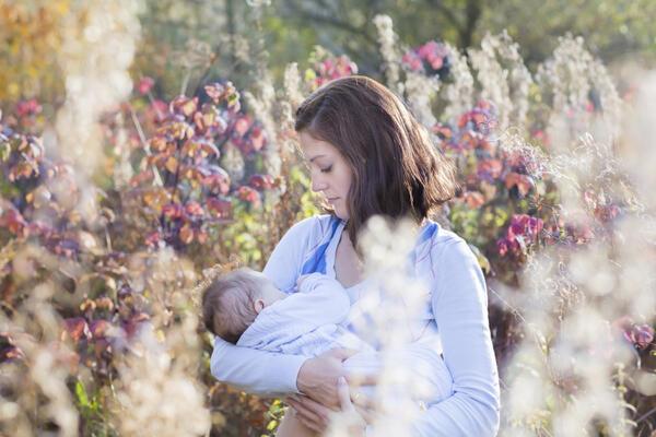 Защо майките във Франция не кърмят децата си?