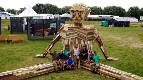 Внушителни скулптури, направени от рециклирано дърво
