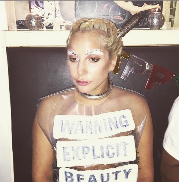 Скандалната Лейди Гага с поредица от провокации