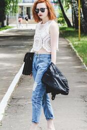 Модно бедствие: Широки дънки и къс топ