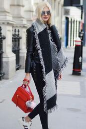 Стилните жени: Топъл шал