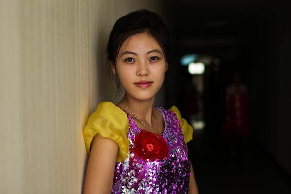 Нежната красота на жените в суровата Северна Корея