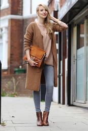 Стилните жени: Дълга плетена жилетка