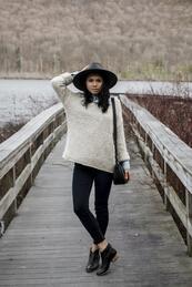 Стилните жени: Пуловер върху риза