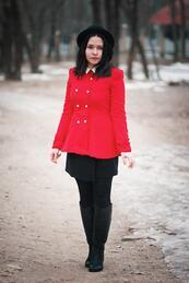 Стилните жени: Червено и черно