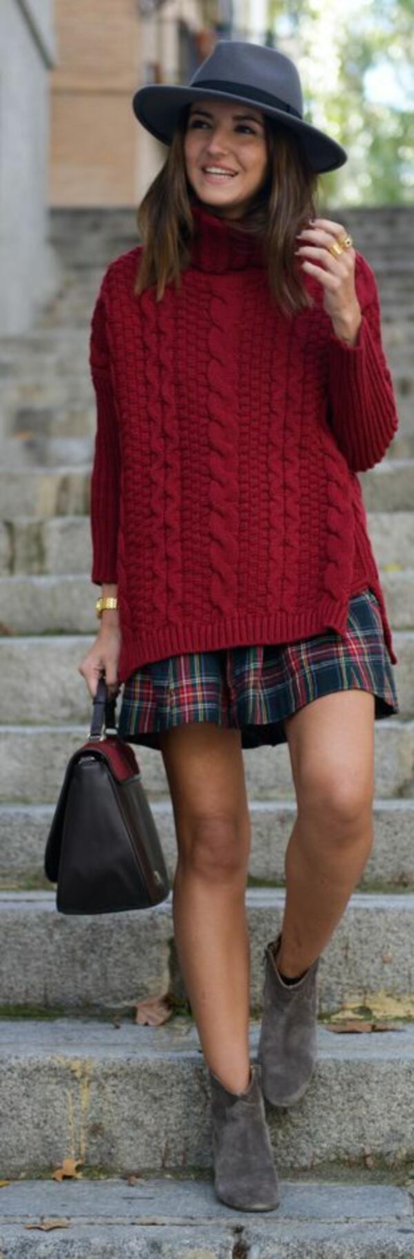 5 стилни и топли зимни визии с удобния обемен пуловер
