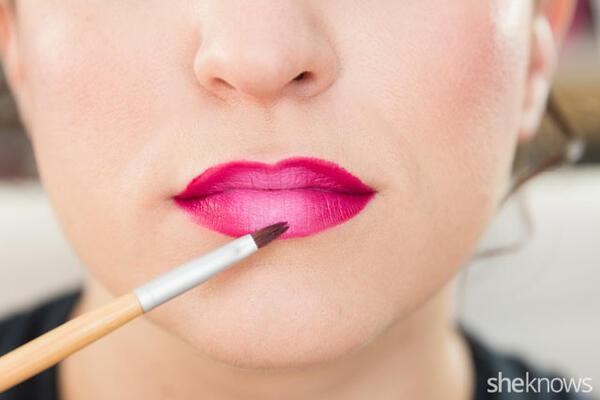 Стъпка по стъпка: Как да постигнете омбре ефект върху устните си?