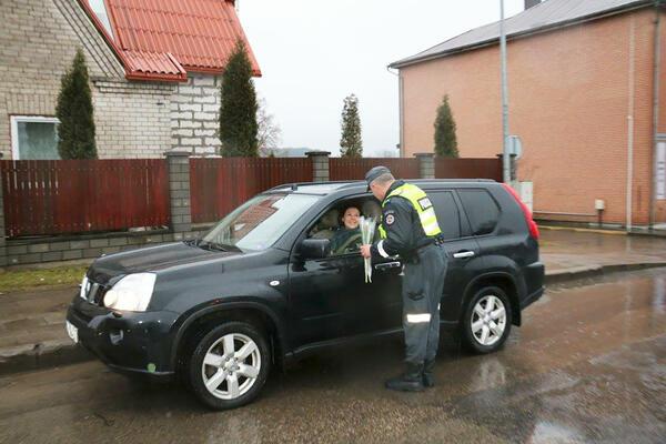Невероятният жест на литовските полицаи към всички дами навръх 8 март!