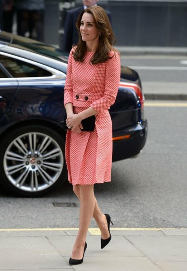 Кейт Мидълтън събра погледите, облечена в рокля на български дизайнер!