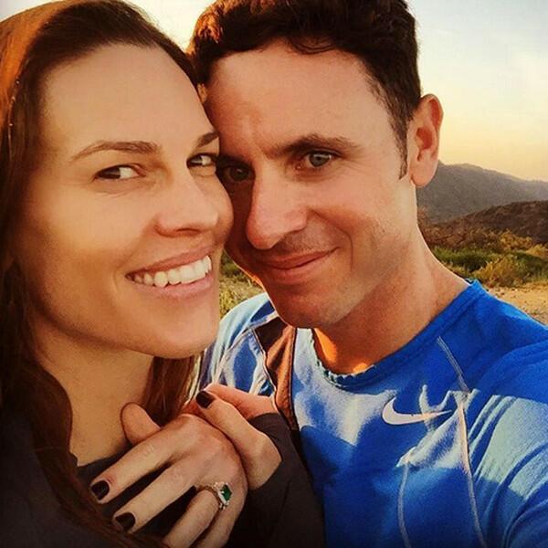 Хилари Суонк се сгоди за приятеля си Рубен Торес!