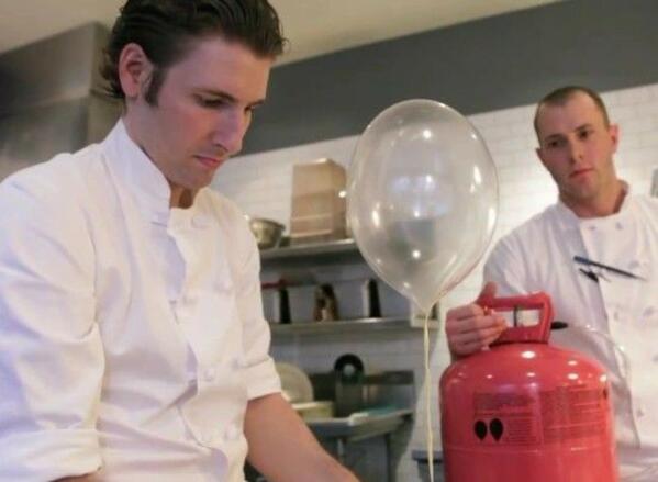 Чудат ресторант предлага на клиентите си балони за десерт!