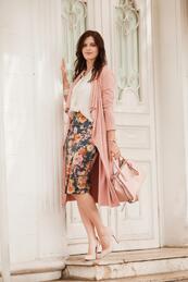 Стилните жени: Елегантна в розово