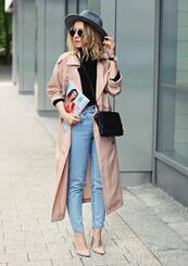 Стилните жени: Розов тренчкот