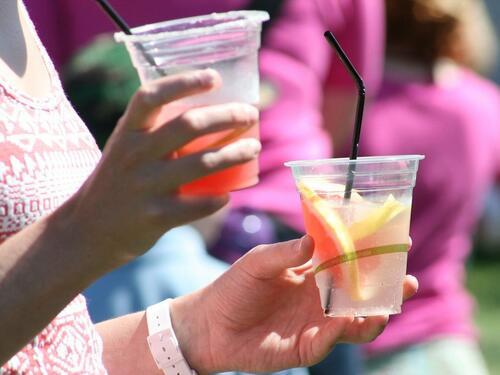 Жените са по-склонни да правят секс след 3 питиета