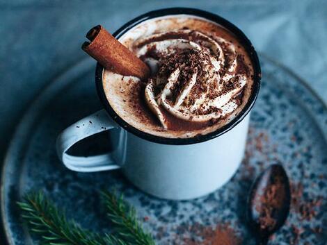 Сезонът на чая, млякото с мед и канела и горещия шоколад