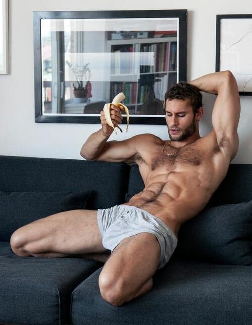 Секси готвач, който готви само по боксерки