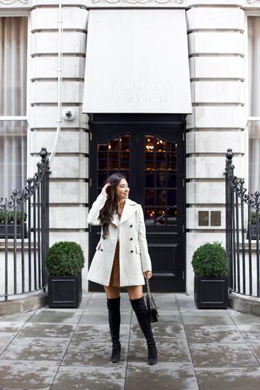 Секси и стилни с къса пола и палто