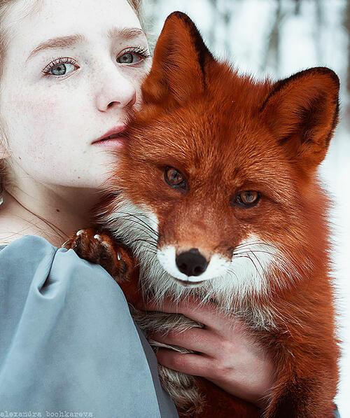 Приказни портрети на червенокоси жени и лисица