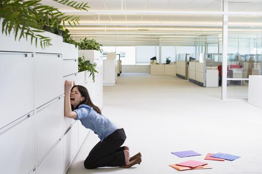 Как да оцелеете в офиса, ако сте имали безсънна нощ?