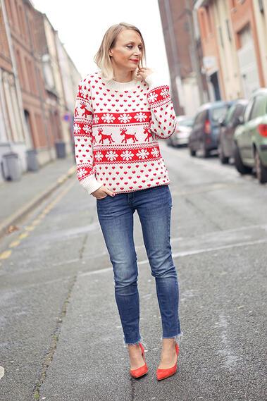 Стилни с коледен пуловер