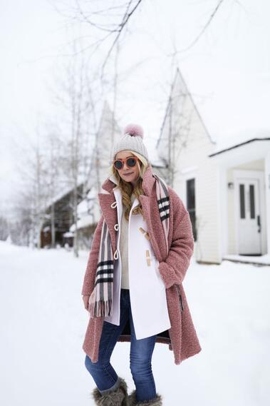 Спортно-елегантен стил с палто
