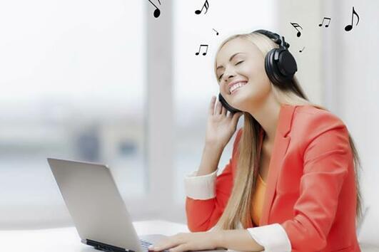 3 типа музика, които увеличават продуктивността ни на работа