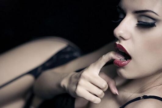 7 еротични игри, които ще направят сексуалния Ви живот много по-добър