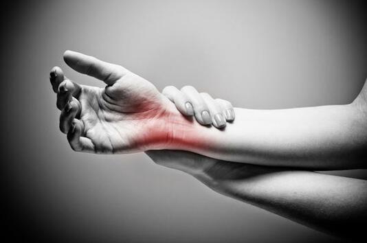 """7 причини за усещането за """"иглички"""" по ръцете и краката"""