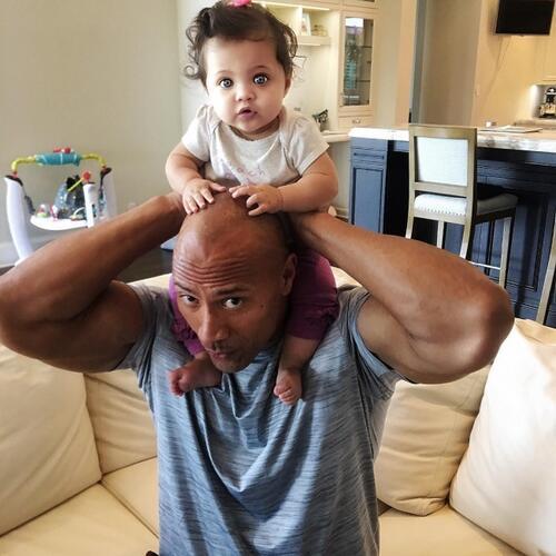 Очарователни известни татковци, които не могат да се нарадват на децата си