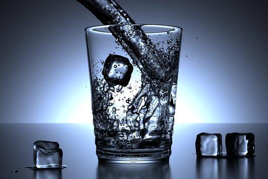 Какво ще се случи, ако замените всички напитки с вода?