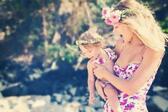 <p>Времето се стопли и след някой и друг месец ще можем да ходим на море. А всъщност най-хубавата почивка е на майка с детето й. На морето те играят по пясъка, плацикат се във водата и се гонят по целия плаж. Пясък, вълни, вятър и усмивки.. ваканцията с мама е невероятна. Вижте галерията ни с щастливи майки и техните деца на плажа.</p>