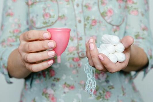 Как правилно да поставим менструалната чашка и как да изберем правилната за нас?