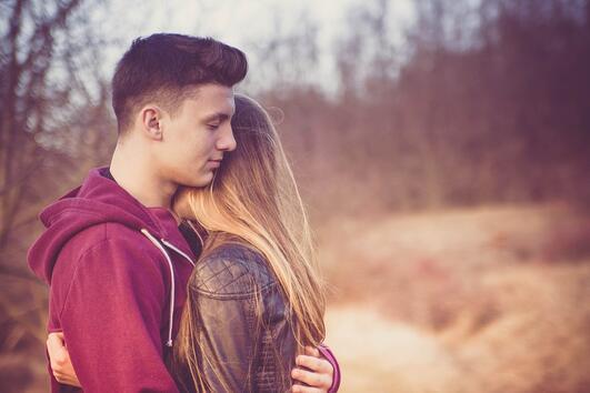 Защо щастливите двойки не говорят за връзките си в социалните мрежи