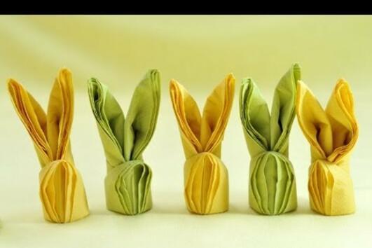 Как да сгънем салфетките във формата на зайчета за Великден (ВИДЕО)