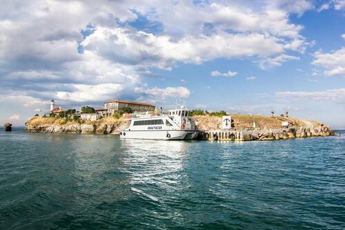 Усамотение, спокойствие и релакс на българския остров Света Анастасия