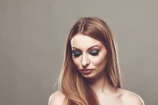 Актуални тенденции в грима за бала, разкрити от гримьорката Елица Петрова