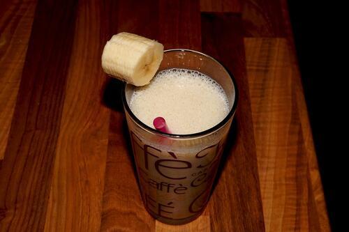 Антистресова напитка с банан и кокос